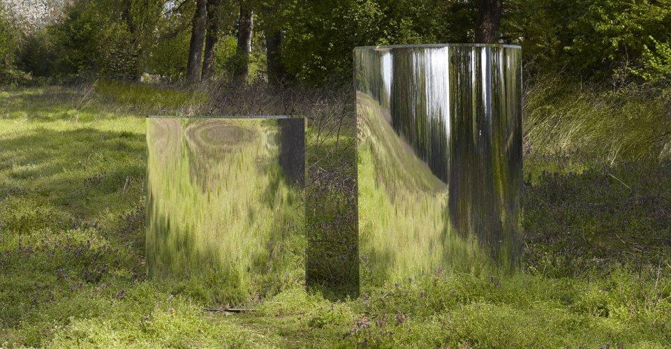 Prism partition