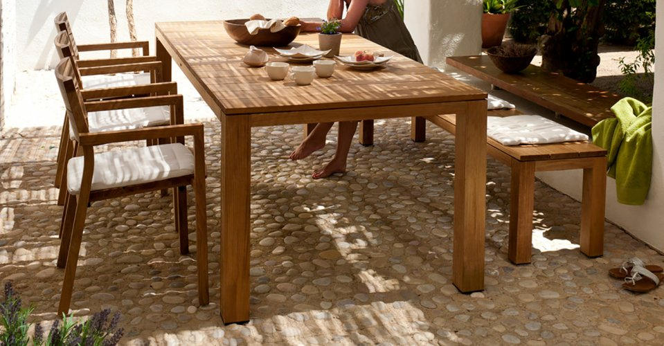 KOS DINING TABLE