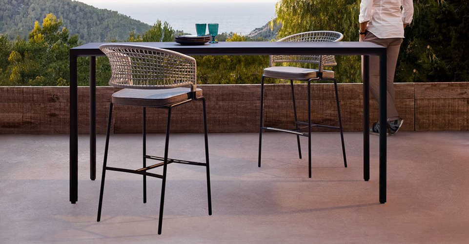ILLUM BAR TABLE